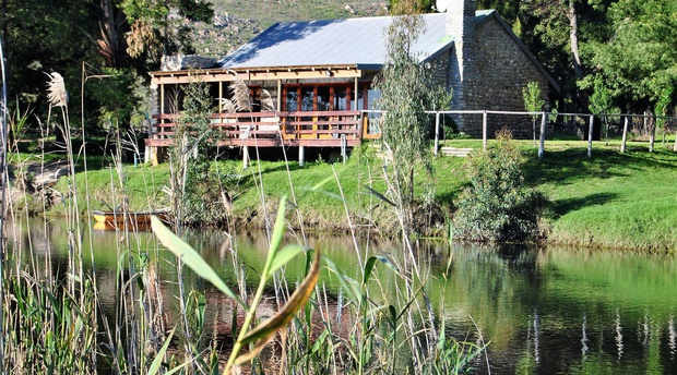 Accommodation on the Breede River.  Jacuzzi and fireplace